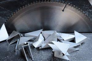 sierra de mesa para cortar acero