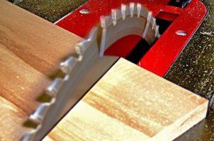 sierra de mesa para cortar madera