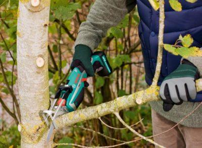 mejor herramienta para podar árboles y ramas